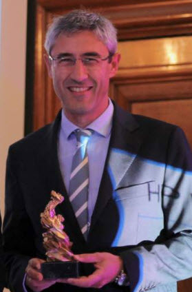 Ramon Pastor, VP and General Manager of HP Multi Jet Fusion accepts award for Innovation of the Year.